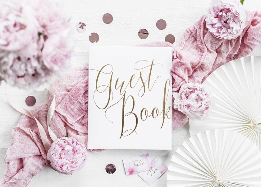 """Viesu grāmata, balta ar zelta uzrakstu """"Guest Book"""""""