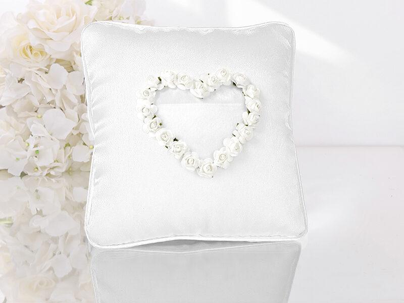 Spilventiņš kāzu gredzeniem baltā krāsā ar sirdi