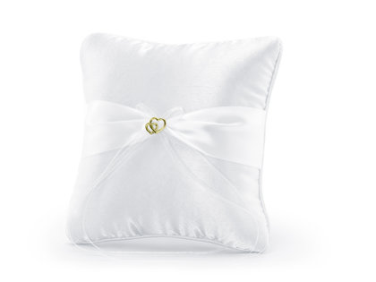 Spilventiņš kāzu gredzeniem baltā krāsā ar baltu lentīti un zelta sirsniņām.