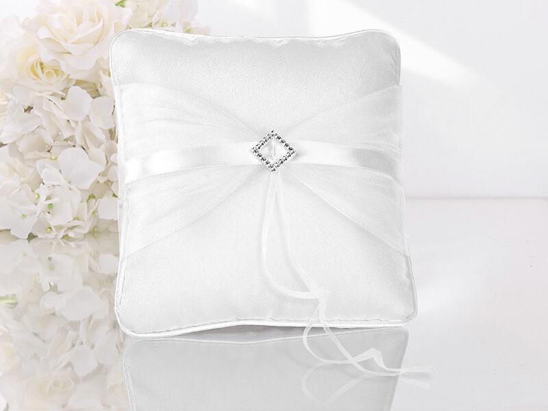 Spilventiņš kāzu gredzeniem baltā krāsā ar rotājumu