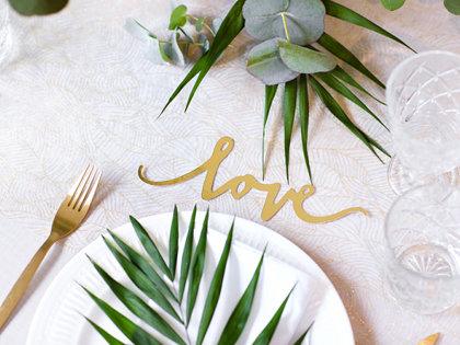 """Papīra dekorācijas """"Love"""", zelta krāsā"""
